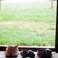 Verschiedene Schuhtypen und Lederarten.