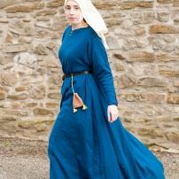 Mit Indigo gefärbtes Kleid aus mittelschwerem Wollkörper.