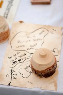 Für die Kinder ist es der Hit, einmal selber mit einer Feder zu schreiben