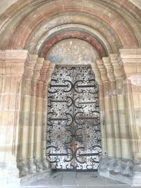 Das Kirchenportal im Paradies