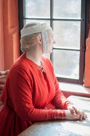 Rekonstruktion eines Gebendes und Haarnetz aus Leinen